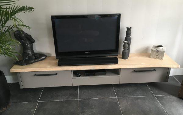 TV-meubel te Onderdijk