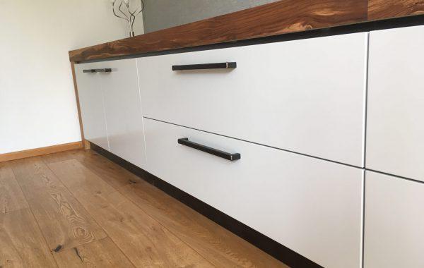 TV-meubel te Hoogkarspel
